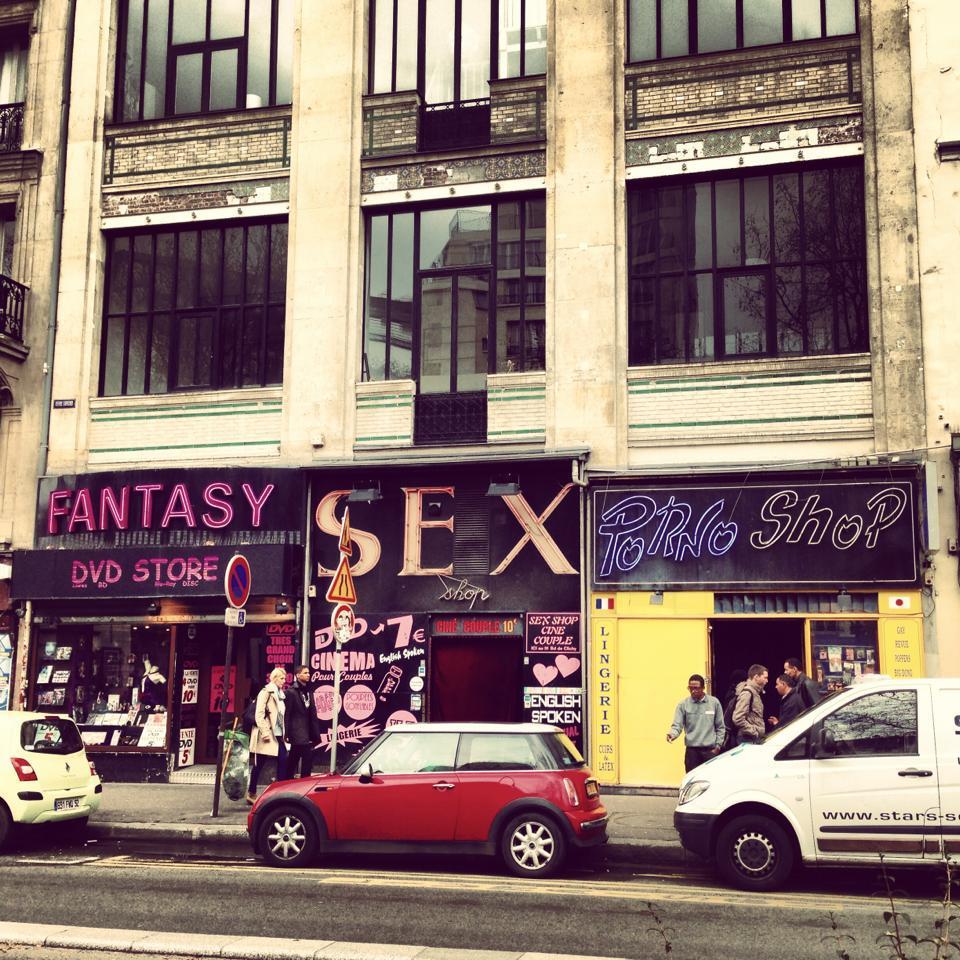 Peep show sex shop athens greece